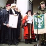 CO Of 2 Mercian giving a speech on Chesterfield Town Steps at the Freedom of the Borough of Chesterfield 2009.